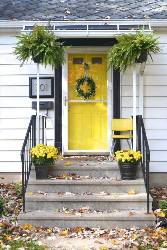 photo yellow door 1_zpsy0la8jbi.jpg